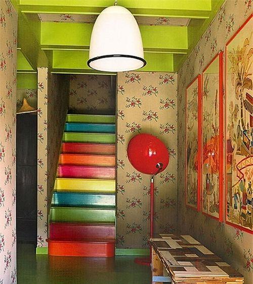 Как выбрать цвет лестницы в доме
