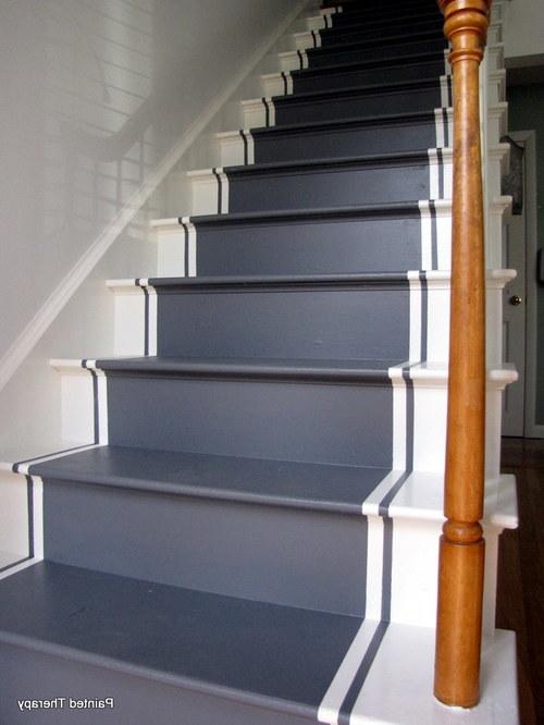 Лестница тёмно-серого цвета