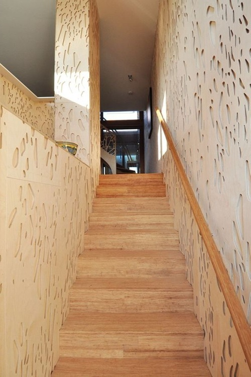Лестница между стенами
