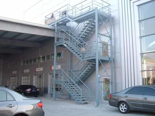 Эвакуационная лестница из металла