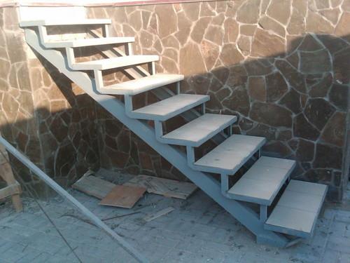 Каркас самодельной лестницы