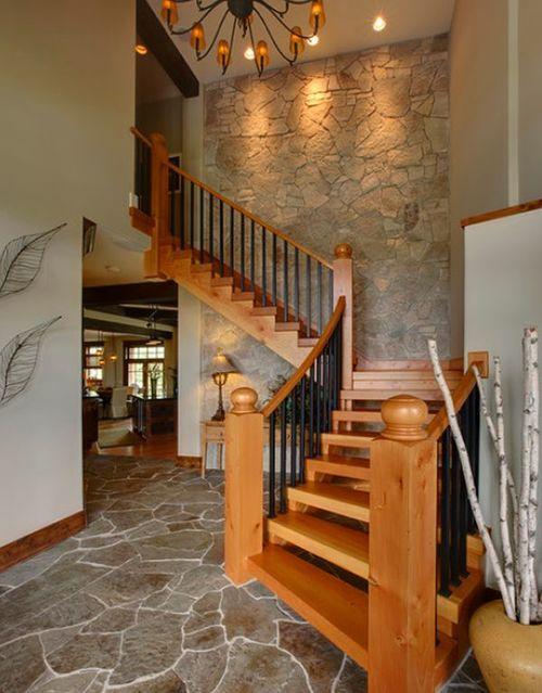 Солидная деревянная лестница