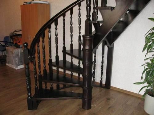 Каким лаком покрыть лестницу на второй этаж
