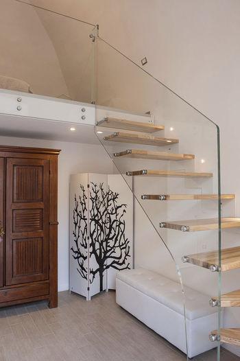 Стеклянная лестница на косоурах