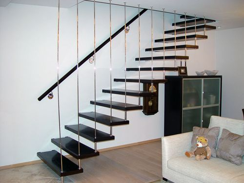 Как выглядит лестница на больцах