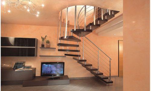 Межэтажные лестницы в интерьере загородных домов
