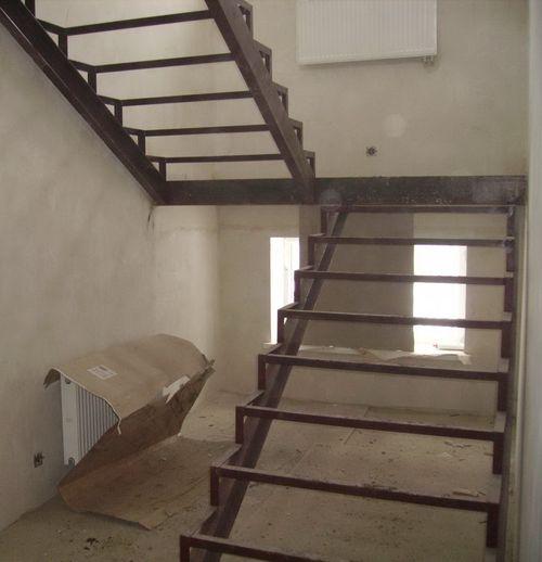 Лестницы на второй этаж из дерева своими