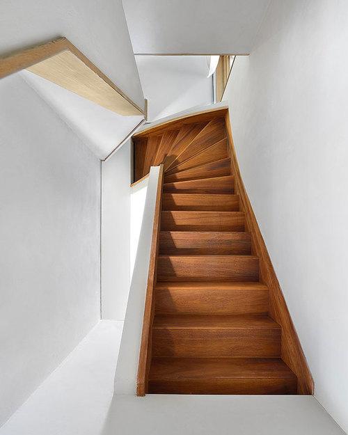 Дизайнерская деревянная лестница