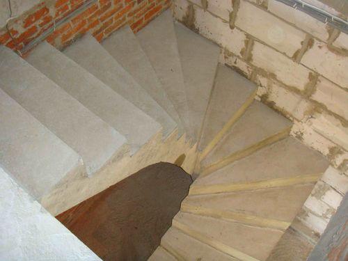 Еще вариант лестница с забежными ступенями