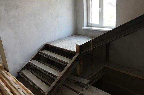 Как облицевать металлическую лестницу?