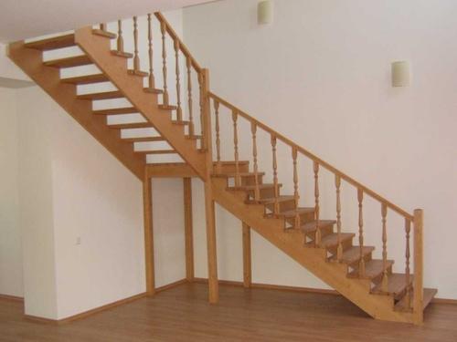 Угол наклона лестницы на второй этаж: какой оптимальнее?