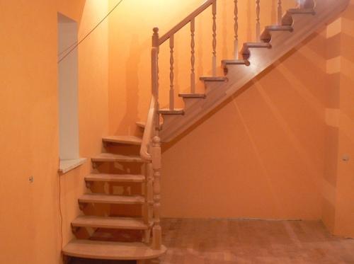 Классическая лестница с поворотом