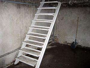 Как правильно сделать лестницу в погреб