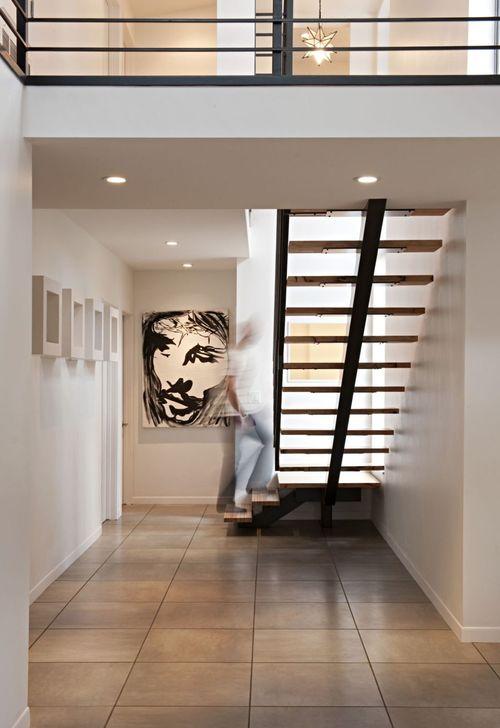 Относительно широкая лестница