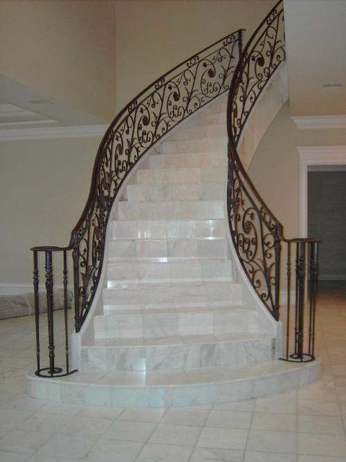 Изящные лестницы из мрамора и гранита