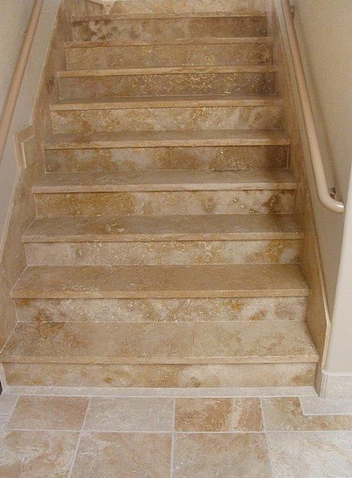 Керамическа плитка на лестнице