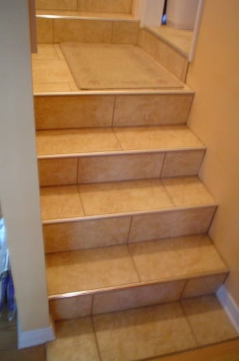 Лестница с кафельной плиткой