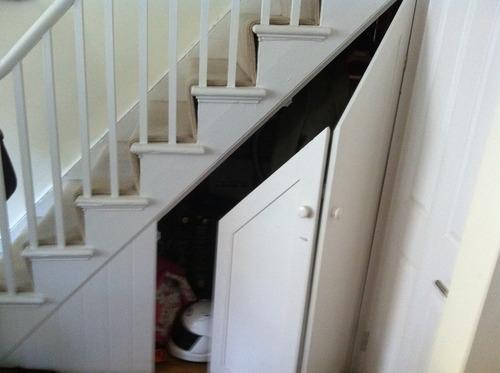 Как сделать шкаф под лестницей в доме