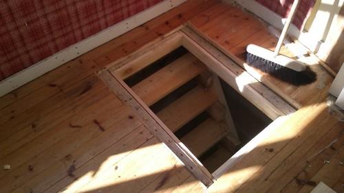 Лестничный проём в деревянном доме