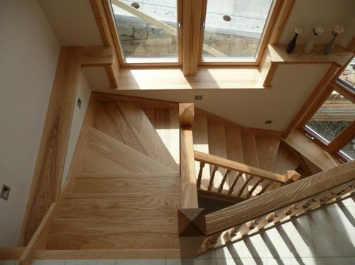 Лестницы из ясеня в интерьере
