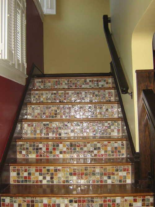 Плитка-мозайка на лестнице