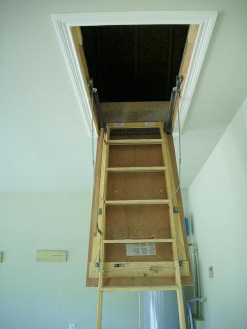 Проём чердачной лестницы