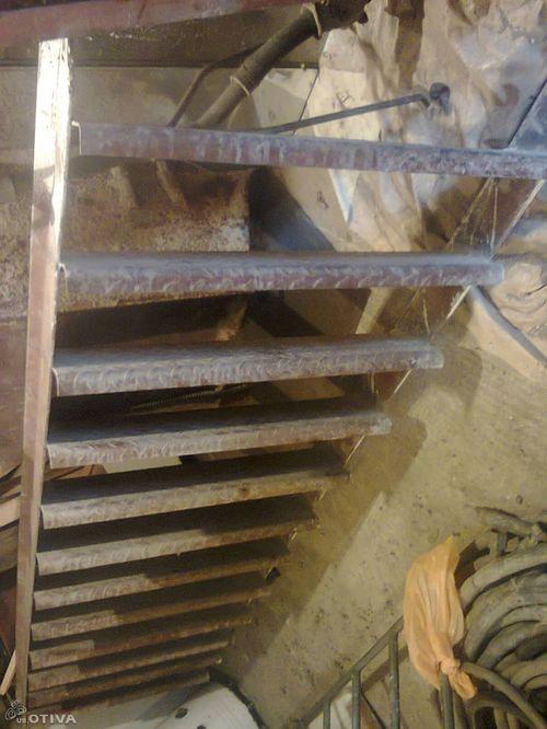 Металлическая лестница в погреб своими руками 363