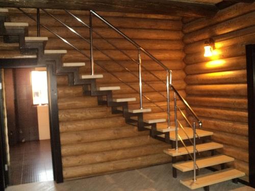 Готовая лестница в деревянном доме