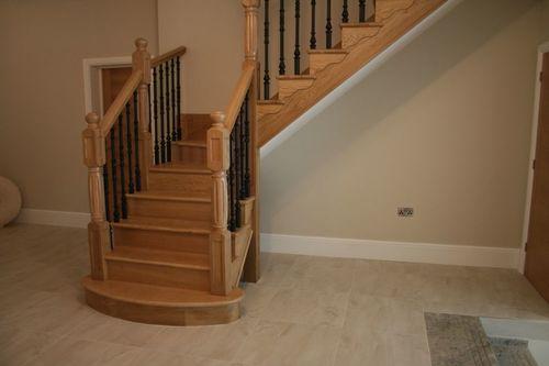 Лестница с поворотом в доме