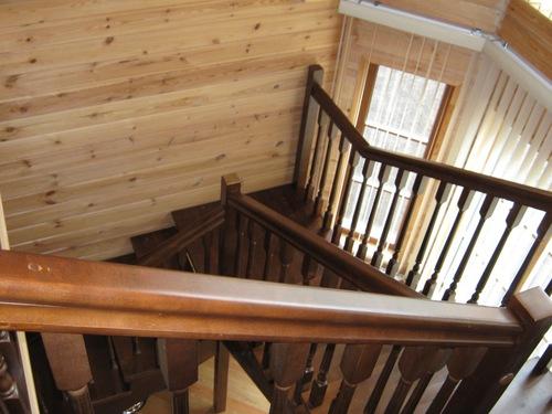 Лакированная лестница