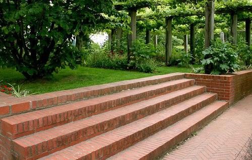 Дизайн лестницы в саду