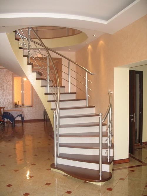 Полувинтовые лестницы на второй этаж