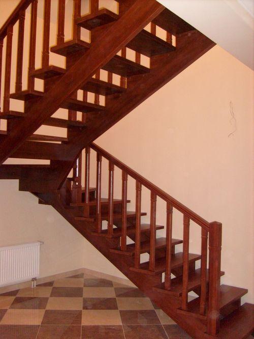 Поворотные лестницы с забежными ступенями в интерьере
