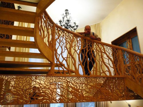 Художественная резьба на лестнице