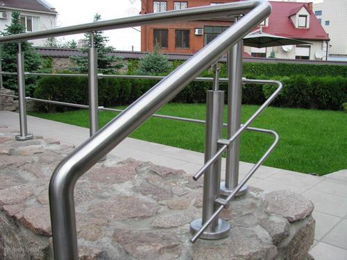 Нержавеющие перила для лестницы: доступно и удобно