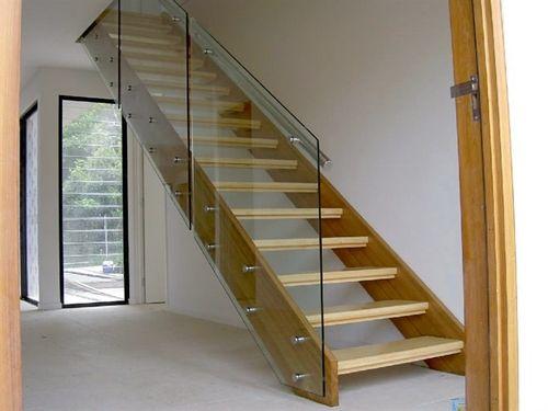 Стеклянные ограждения лестницы: фото в интерьере