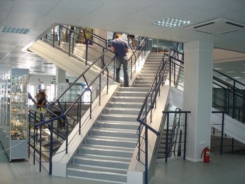 Лестница в торговом центре