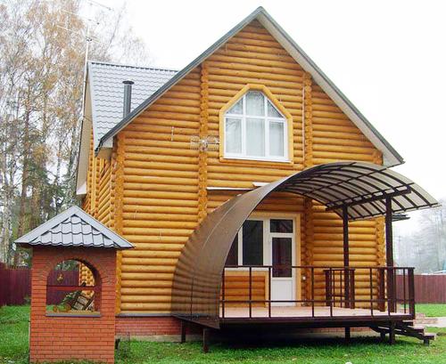 Красивое кольцо деревянного дома