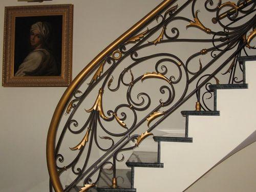 Кованые перила для лестниц в доме