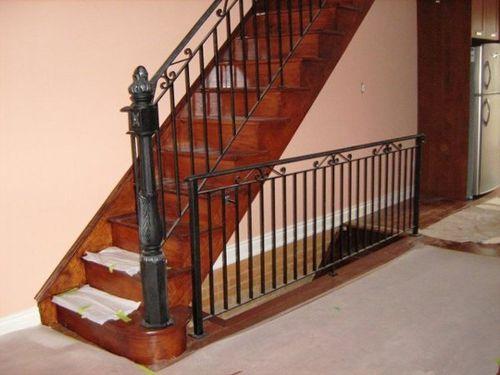 Все про металлические перила для лестниц