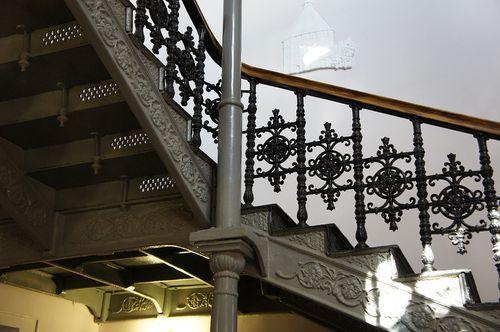 Какими бывают чугунные лестницы