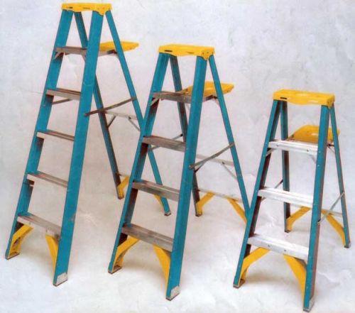 Для чего нужны диэлектрические лестницы и стремянки