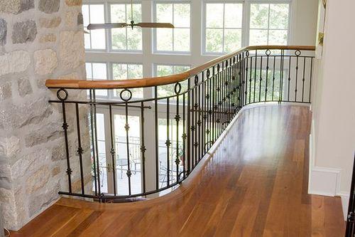Какой должна быть высота ограждения лестниц