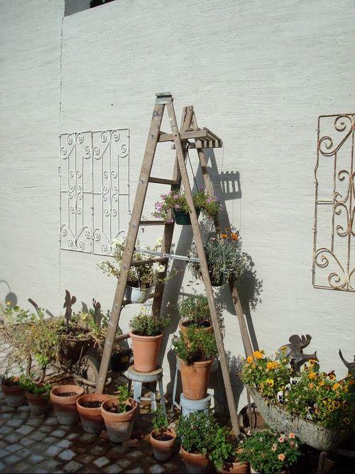 Выбираем лестницу для цветов