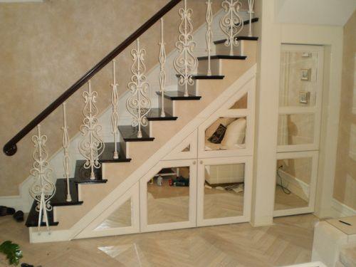 Как сделать кладовку под лестницей на второй этаж
