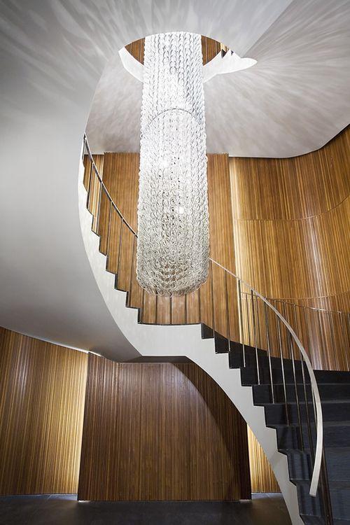 Как выбрать люстры для лестницы: идеи освещения