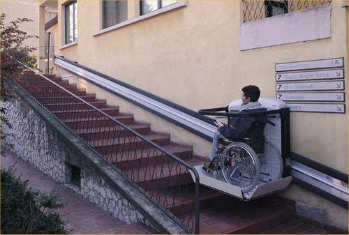 Выбираем лестничные подъемники для инвалидов