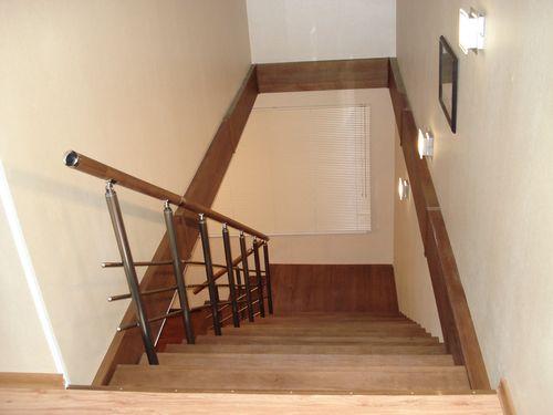 Как отделать лестничный проем на второй этаж