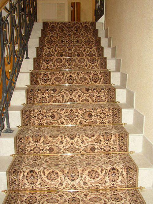 Как выбрать ковровые накладки и дорожки на лестницу