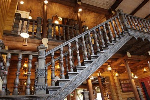 Все о конструкциях лестниц из дерева